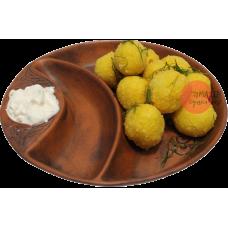 Сырные шарики с чесночным соусом